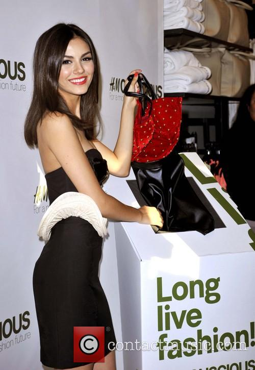 victoria justice victoria justice hosts launch of 3596385