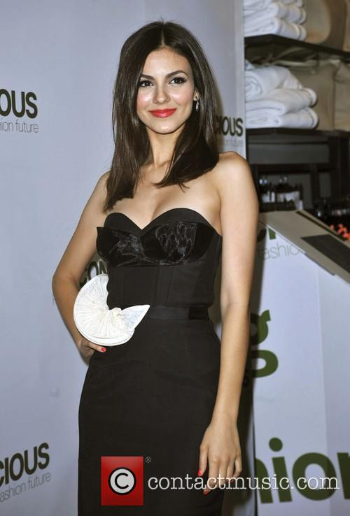victoria justice victoria justice hosts launch of 3596394