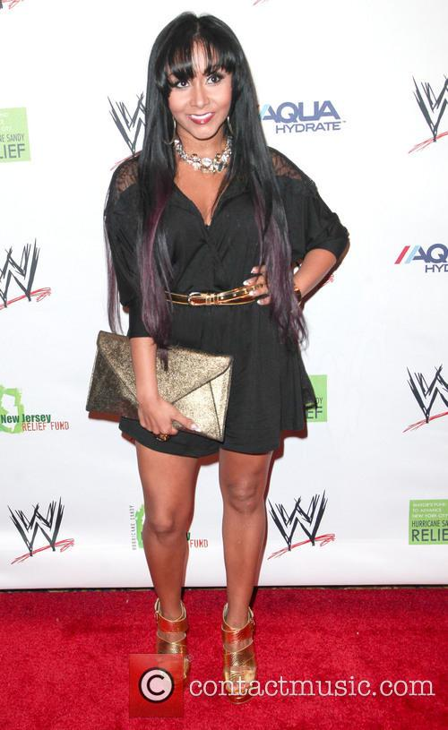 nicole 'snooki' polizzi wwe superstars for sandy 3588240