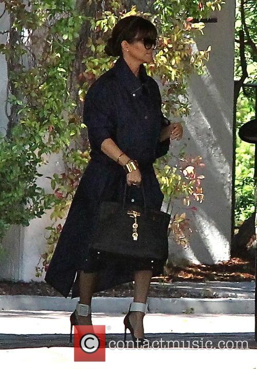 Kim and Kourtney Kardashian meeting