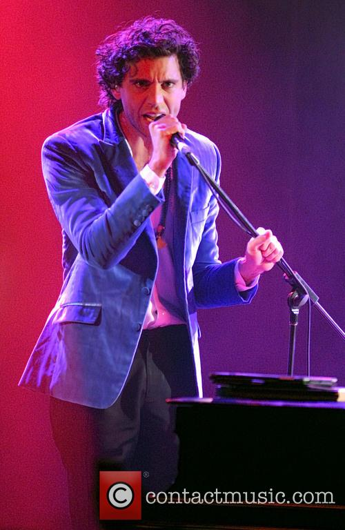 Mika performs live