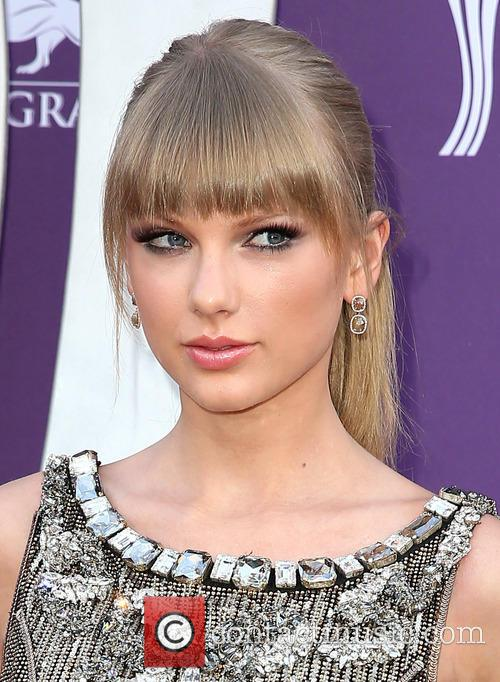 taylor swift 48th annual acm awards arrivals 3589606