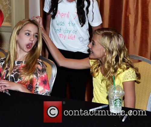 Chloe lukasiak dance moms attend a meet and greet at marriott chloe lukasiak and paige hyland 1 m4hsunfo