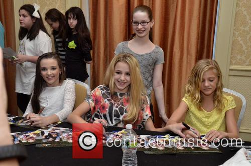 Kendall Vertes, Chloe Lukasiak and Paige Hyland 1