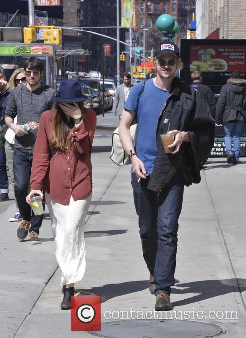 Elizabeth Olsen and Boyd Holbrook 7