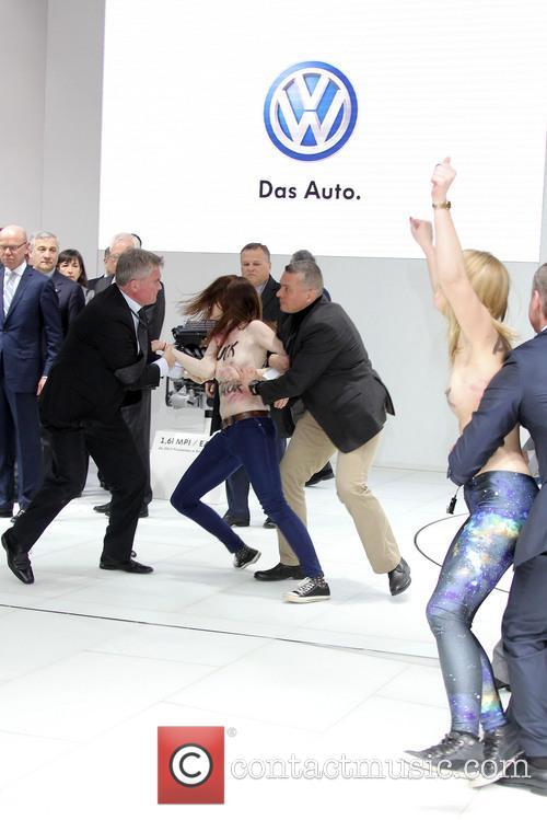 Atmosphere - 'Femen' Protest against Putin | 6 Pictures ...