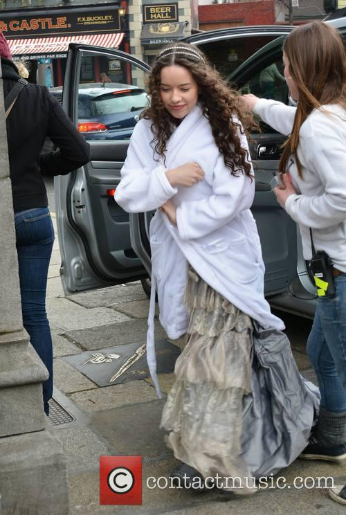 anna popplewell day 2 of reign filming 3596304