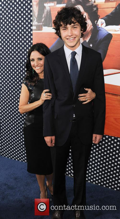 julia louis dreyfus son charlie hall los angeles premiere 3597819