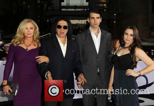 Shannon Tweed, Gene Simmons, Nick Simmons and Sophie Simmons 7