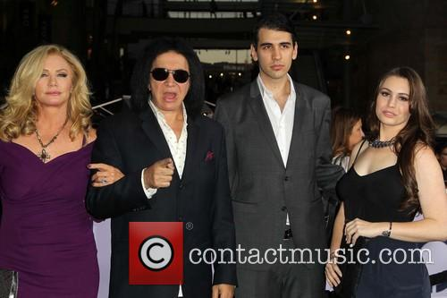 Shannon Tweed, Gene Simmons, Nick Simmons and Sophie Simmons 9