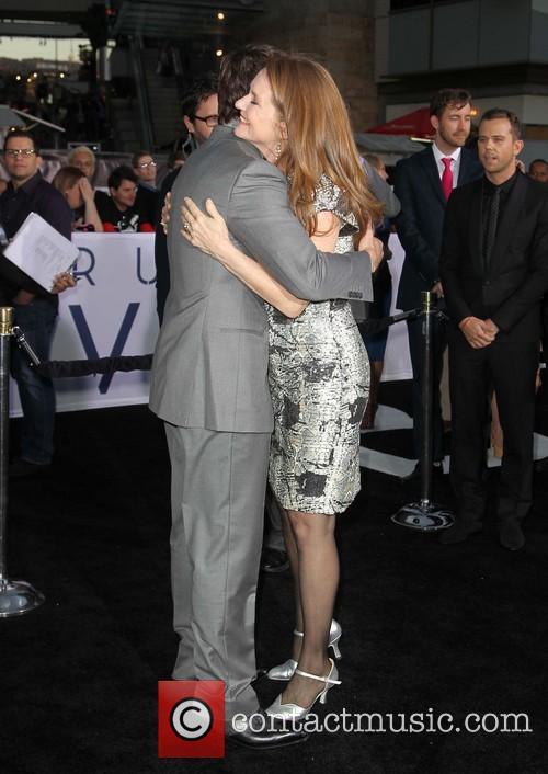 Tom Cruise and Melissa Leo 4