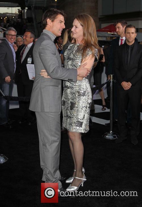 Tom Cruise and Melissa Leo 5