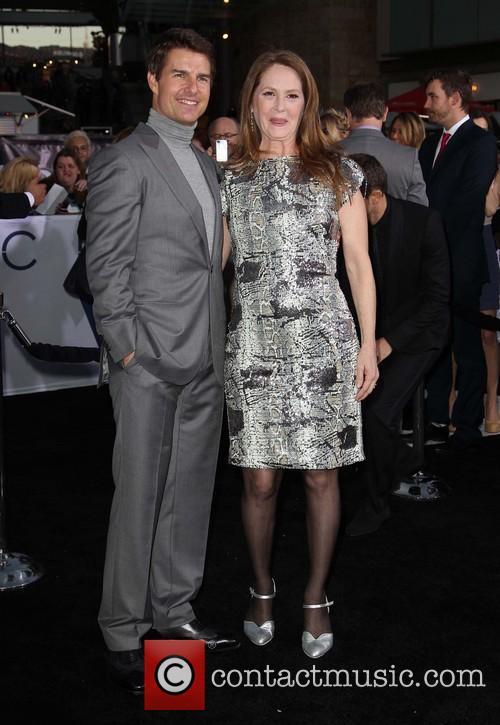 Tom Cruise and Melissa Leo 9