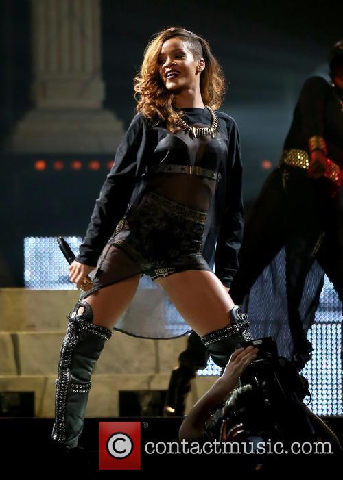 Rihanna 37