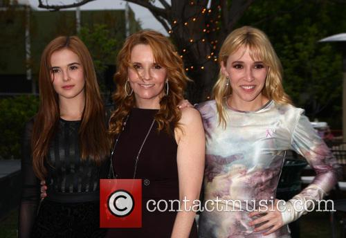 Zoey Deutch, Lea Thompson and Madelyn Deutch 2