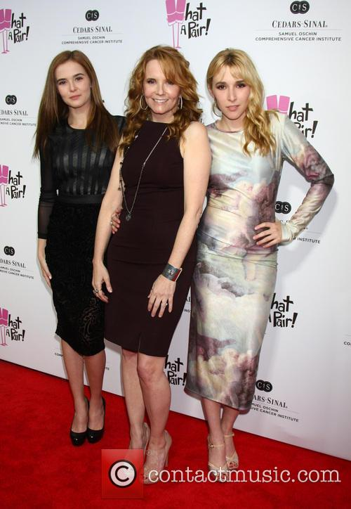 Zoey Deutch, Lea Thompson and Madelyn Deutch 4