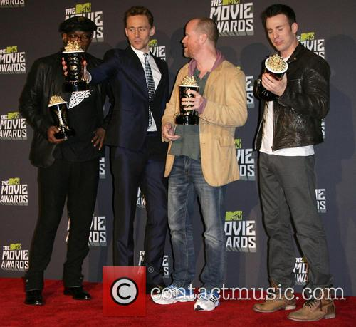 Samuel L. Jackson, Tom Hiddleston, Joss Whedon and Chris Evans 1
