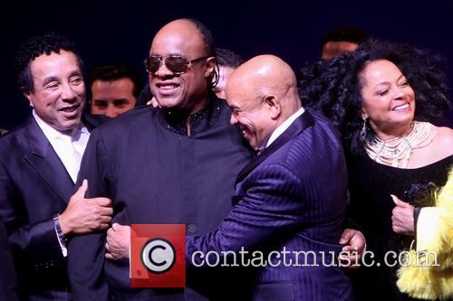 Smokey Robinson, Stevie Wonder, Berry Gordy and Diana Ross 3