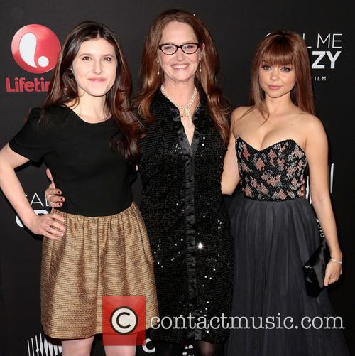 Sarah Hyland and Melissa Leo 1