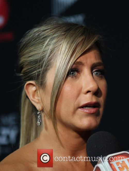Jennifer Aniston 33