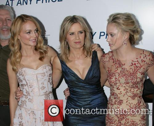 Heather Graham, Kim Dickens and Maika Monroe 6