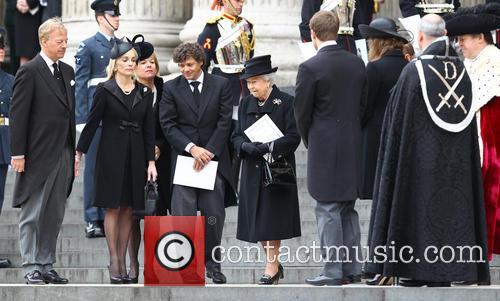 Hm Queen Elizabeth, Sarah Jane Russell, Mark Thatcher, Carol Thatcher, Marco Grass and Queen Elizabeth Ii 7