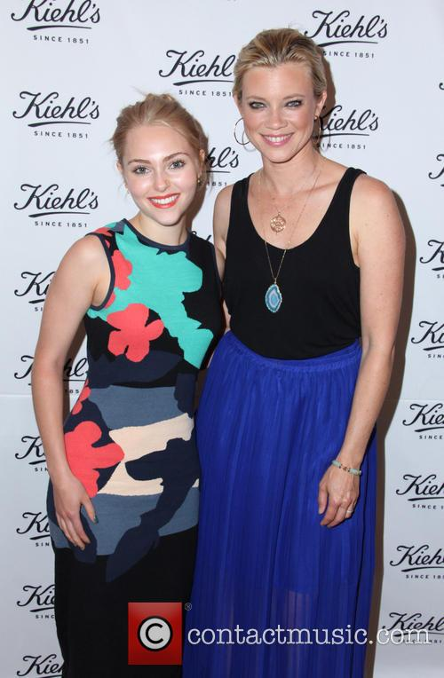 Annasohpia Robb and Amy Smart 1
