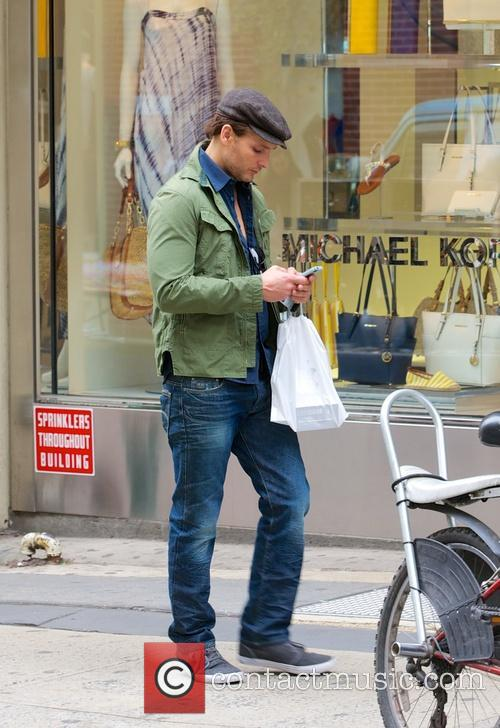 Peter Facinelli - Peter Facinelli shops at the...