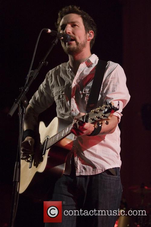 Frank Turner looking youthful with his adorable dimples