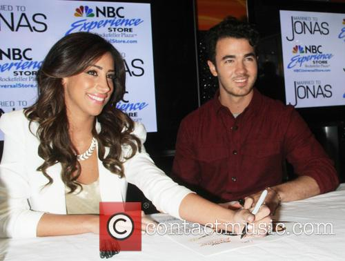 Danielle Jonas and Kevin Jonas 5