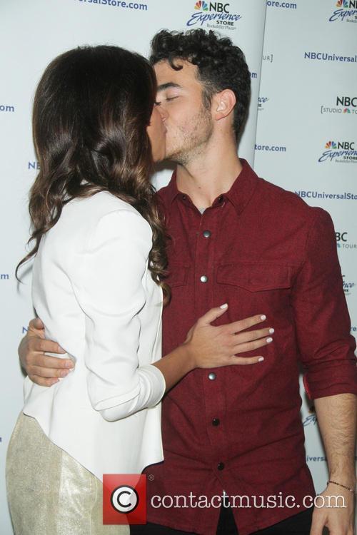 Danielle Jonas and Kevin Jonas 7