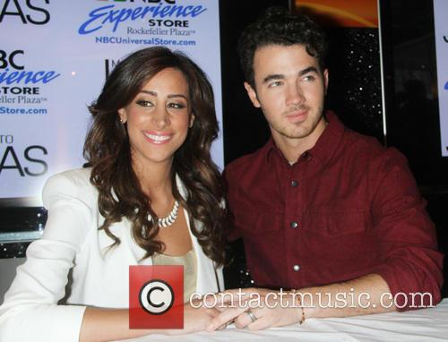 Danielle Jonas and Kevin Jonas 9