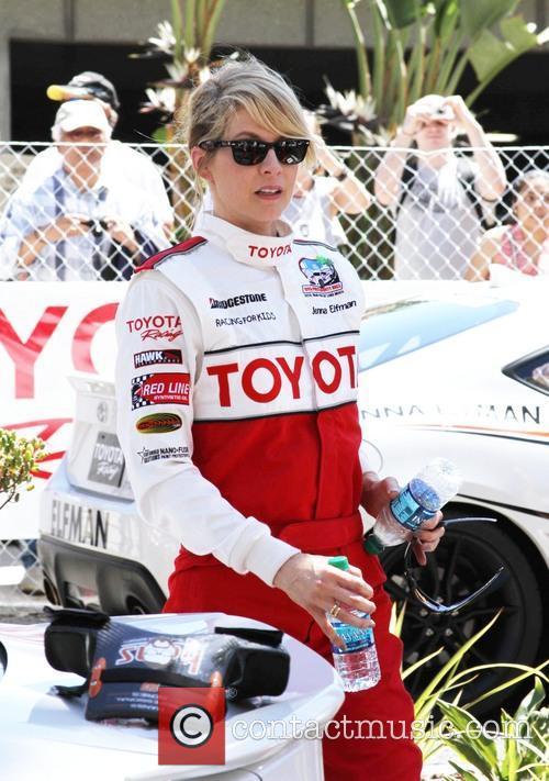 Jenna Elfman 5