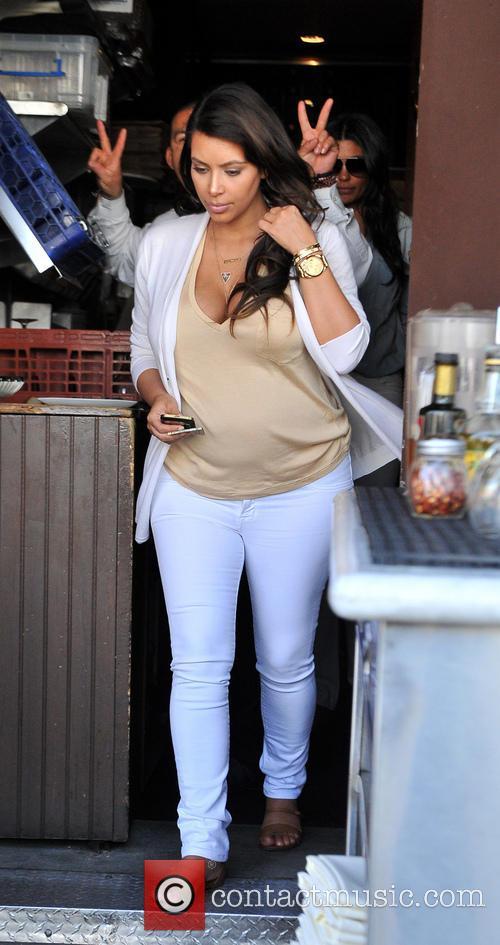 kim kardashian kim kardashian shows off her 3617997