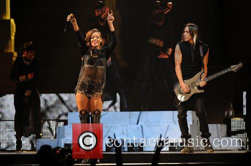 Rihanna and Nuno Bettencourt 3