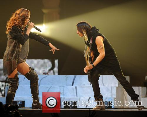 Rihanna and Nuno Bettencourt 8