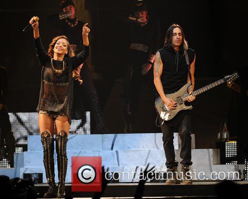 Rihanna and Nuno Bettencourt 9