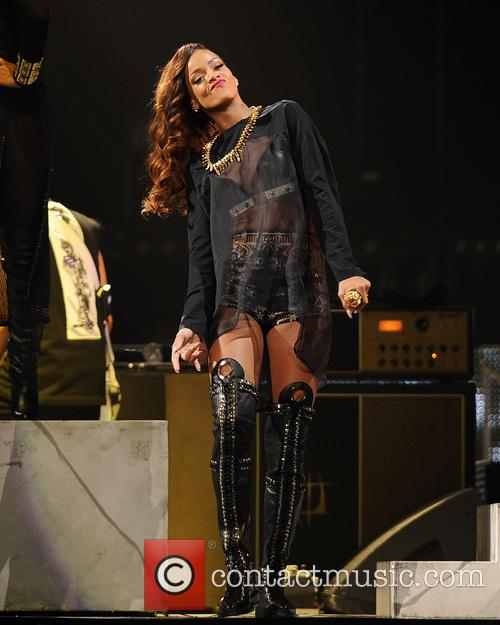 rihanna rihanna performs during her 2013 diamonds 3618338