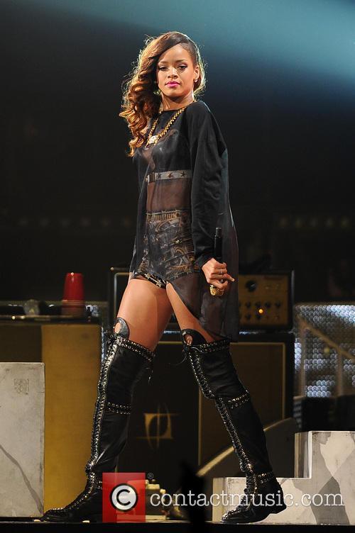 Rihanna 40