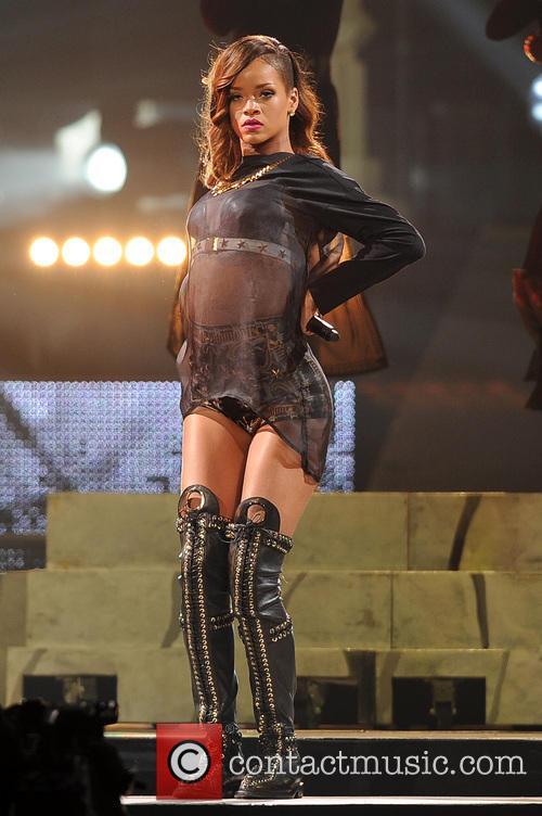Rihanna 71