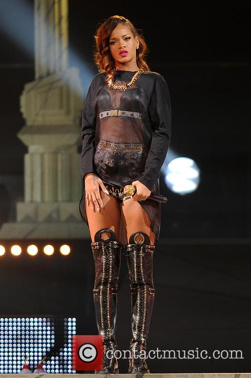 rihanna rihanna performs during her 2013 diamonds 3618402