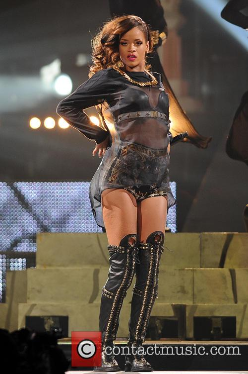rihanna rihanna performs during her 2013 diamonds 3618410