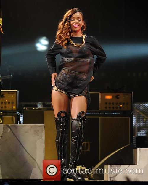 rihanna rihanna performs during her 2013 diamonds 3618416