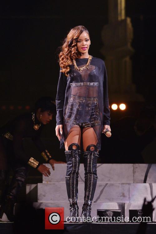 Rihanna 122