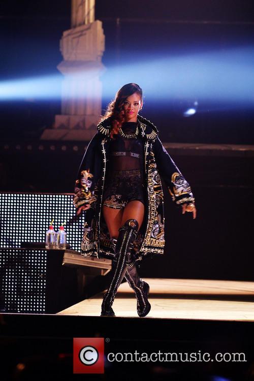 Rihanna 128