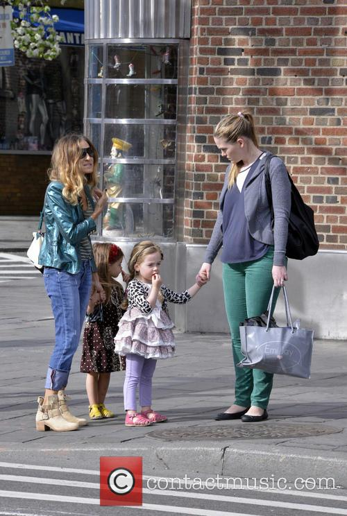 Sarah Jessica Parer walks her daughters to school