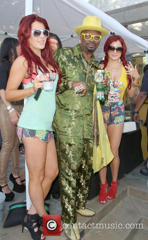 Snoop Lion, Don 'magic' Juan, Melissa Howe and Carla Howe 1