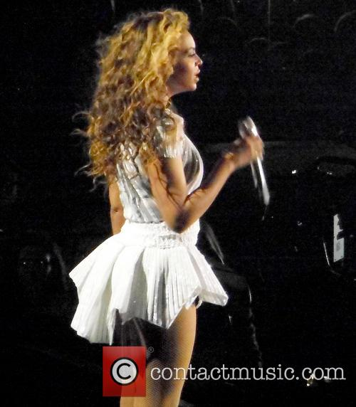Beyonce performs live
