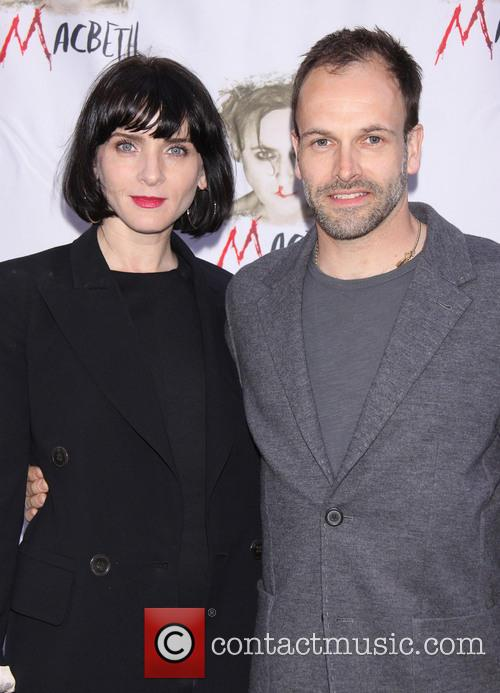 Michele Hicks and Jonny Lee Miller 3