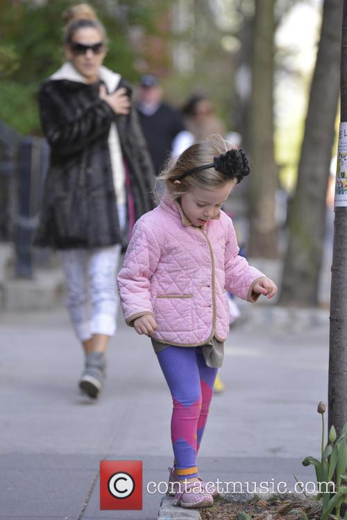 Sarah Jessica Parker takes her children to school...